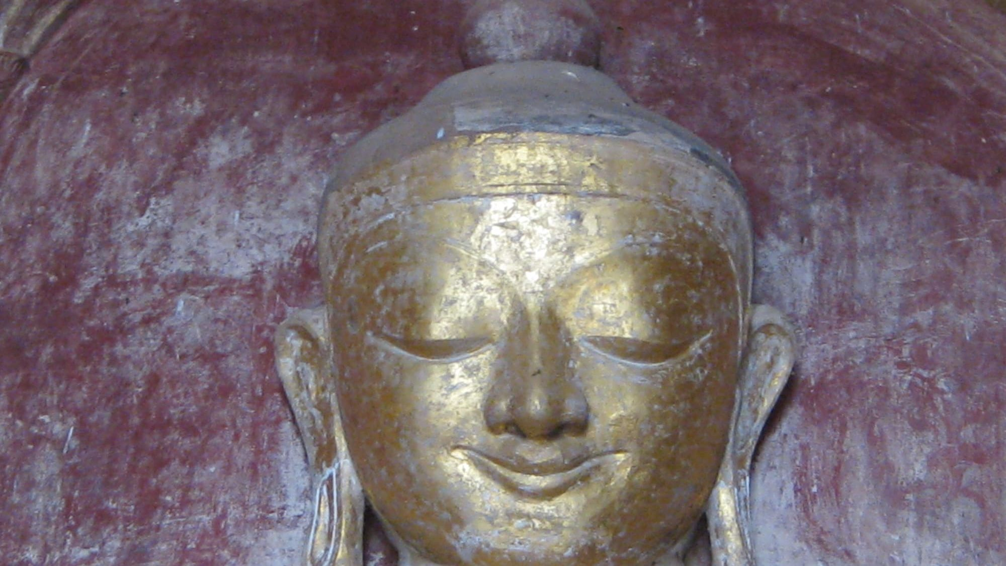 Meditieren schenkt heitere Gelassenheit - der burmesische Buddha hat sie schon!